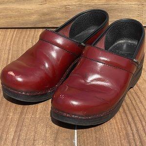 Dansko Red Patent Leather Clog Sz 39 Nursing Shoes